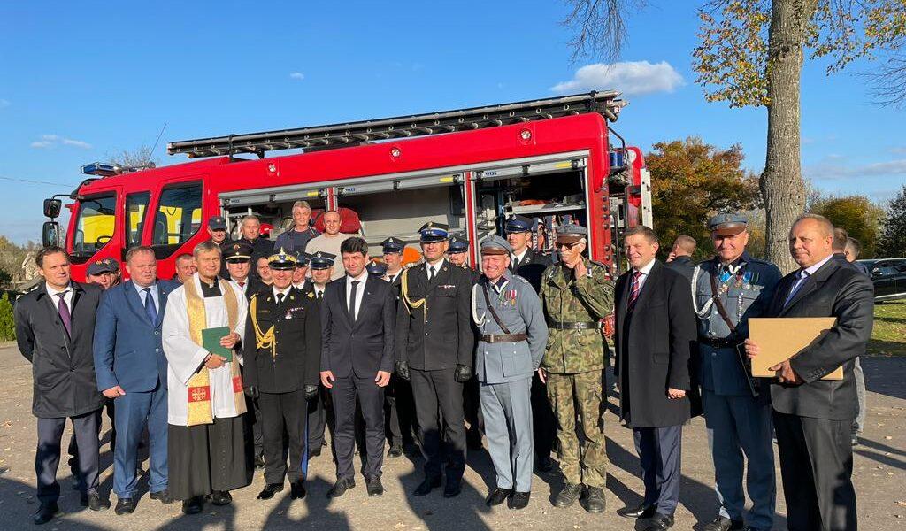 Wspieramy polskich strażaków naLitwie – Komendant Główny PSP wziął udział wprzekazaniu samochodu dla OSP Butrymańce